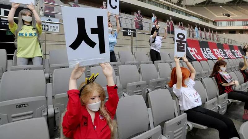 عقوبات ضد فريق كوري جنوبي وضع دمى جنسية في الملعب
