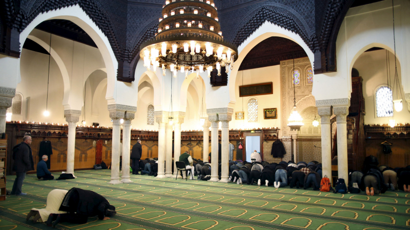 فرنسا تسمح باستئناف الصلاة في المساجد بشروط ...