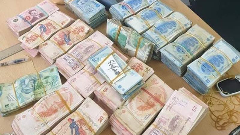 تطاوين: حجز مبلغ مالي هام داخل سيارة مهرّب