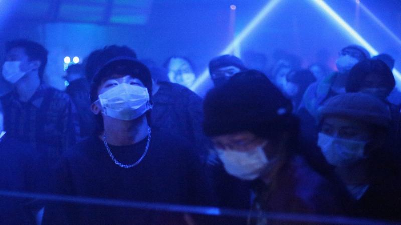 رقص وكمامات.. الملاهي الليلية في الصين تفتح أبوابها