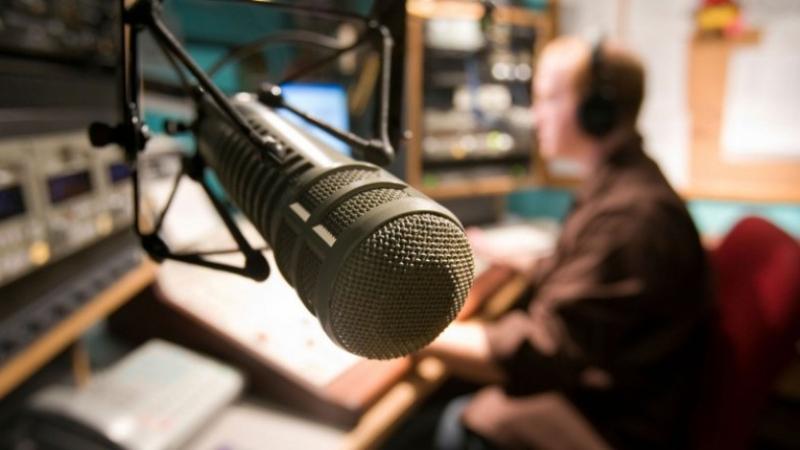 نقابة الإذاعات الخاصة تندد باقتحام مقر 'الكرامة أف أم'