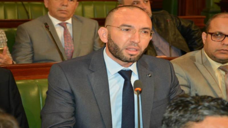 العفّاس يُقاضي 3 أعوان صحة بمستشفى الهادي شاكر