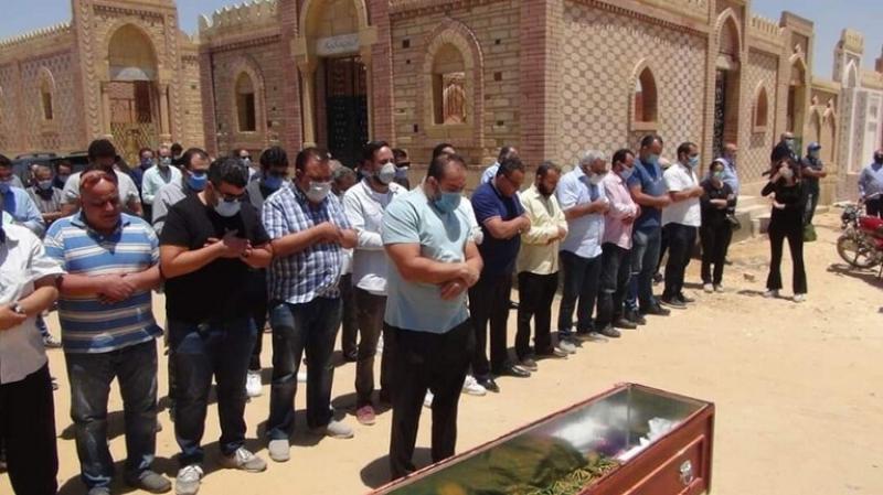 ''جوكر السينما المصريّة'' يُشيّع إلى مثواه الأخير وحيدا