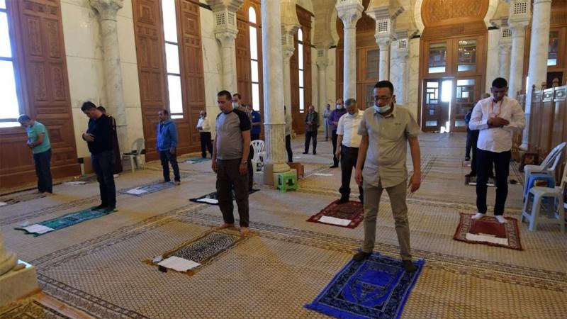 شروط إعادة فتح المساجد: منع استعمال المكيّفات والمصاحف وتخفيف الصلوات