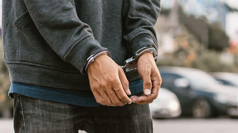 سرقة هاتف مستشار بوزارة سيادية تكشف سلسلة من سرقات هواتف وحقائب نسائية