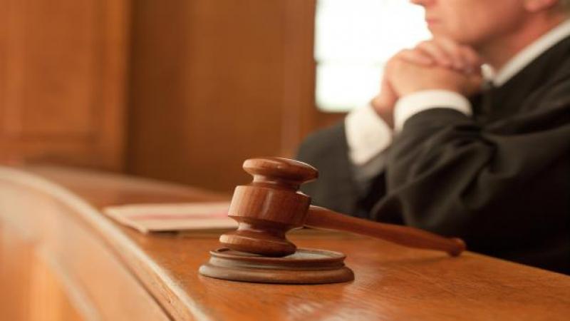 المجلس الأعلى للقضاء يعزل قاضيين ويوقف آخرين لشهر