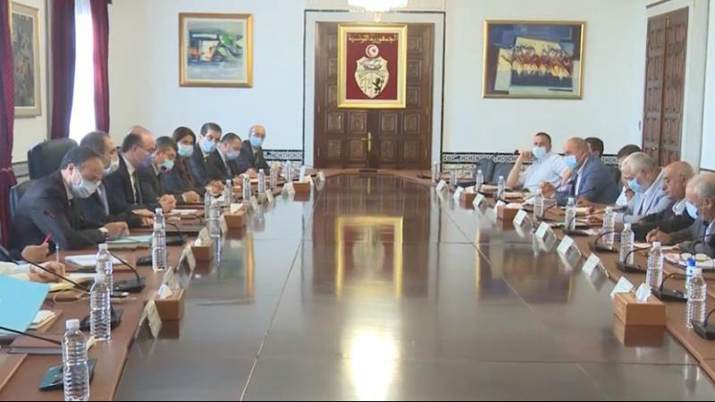 الوضع الفلاحي محور لقاء وفد حكوميبوفد عن اتحاد الفلاحة