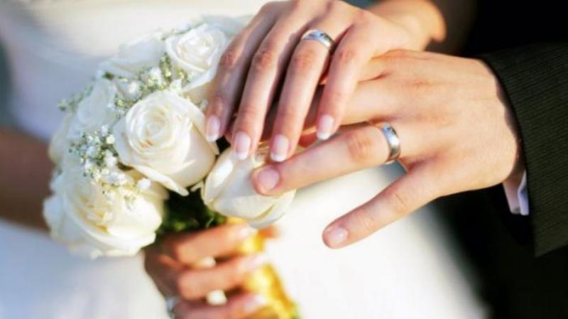 ضريبة للعزّاب.. الدفع أو الزواج !