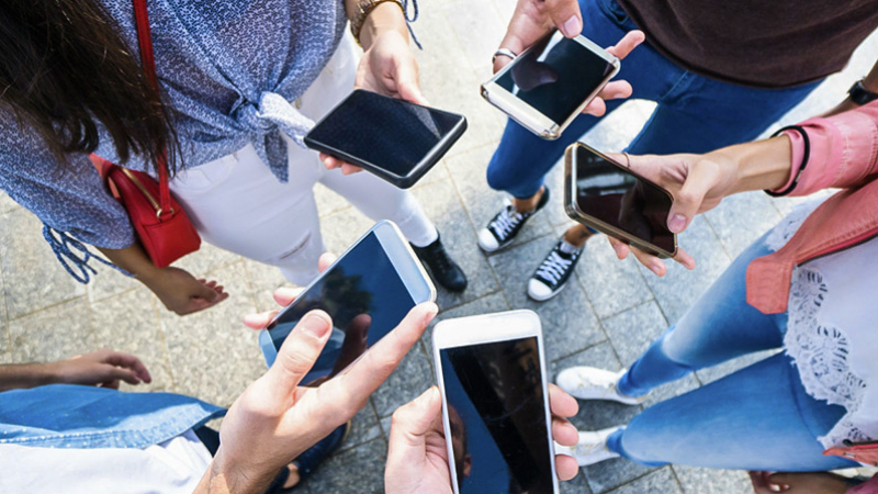 مراقبة احترام الحجر عبر الهواتف: وزارة الاتصال تُوضّح