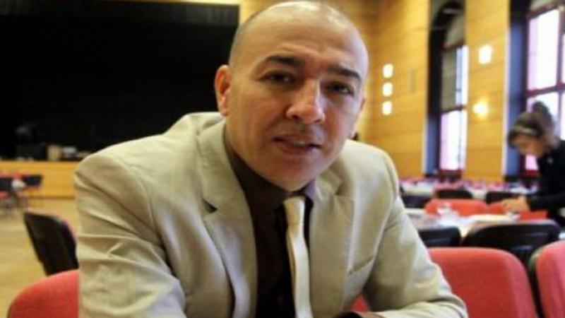 وزيرٌ جزائري يفقدُ مقعده في الحكومة لرفضه التخلي عن جنسيته الثانية