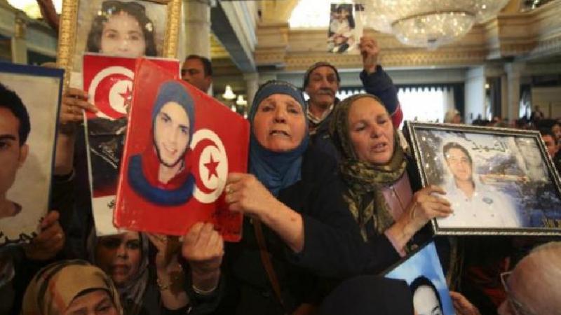 عائلات الشهداء وجرحى الثورة تستنكر عدم نشر القائمة في الرائد الرسمي