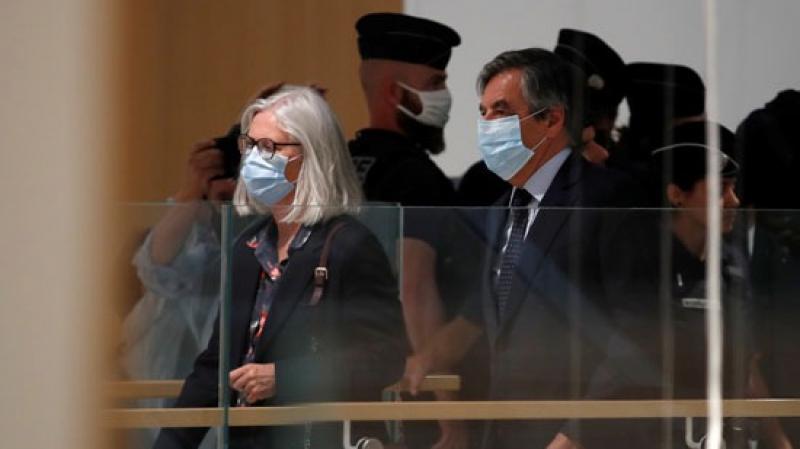 من بينها سنتان نافذتان: 5 سنوات سجنا ضدّ فرانسوا فيون