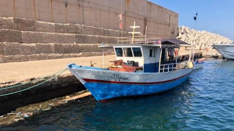 خفر السواحل الليبية يحتجز طاقم مركب صيد تونسي