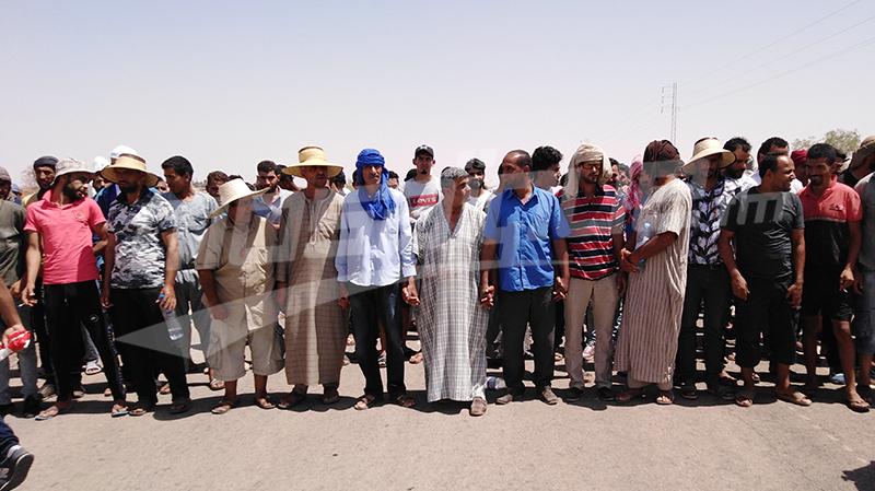 مسيرة نحو معبر ذهيبة والمتفقد العام للجيش في رمادة للحديث مع الشباب