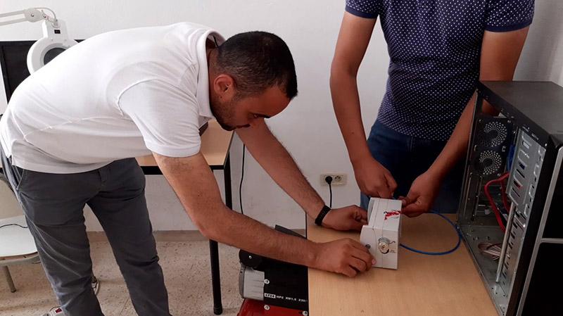 القصرين: مهندسون يصلحون آلات انعاش طبي تم التخلي عنها