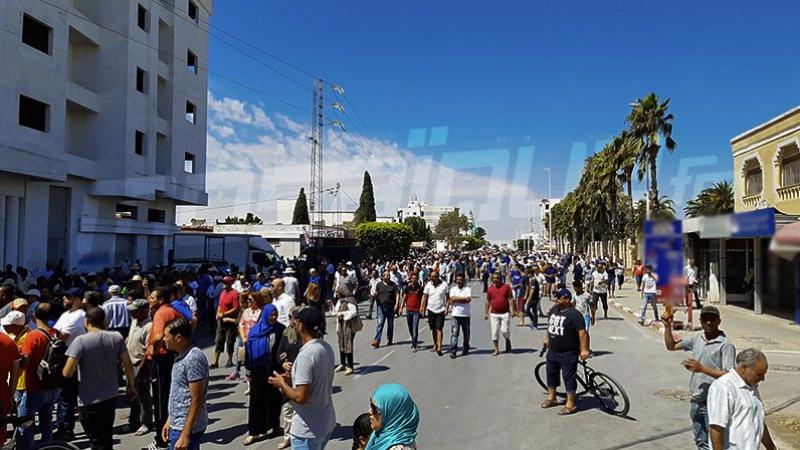 محتجون يغلقون الطرقات الرابطة بين الشمال الغربي والعاصمة