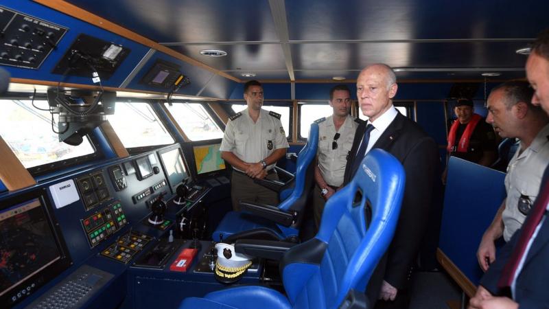 رئيس الجمهورية: ''حيتان البر أخطر من حيتان البحر''