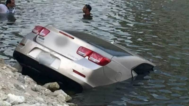 سقوط سيارة بميناء سيدي يوسف بقرقنة