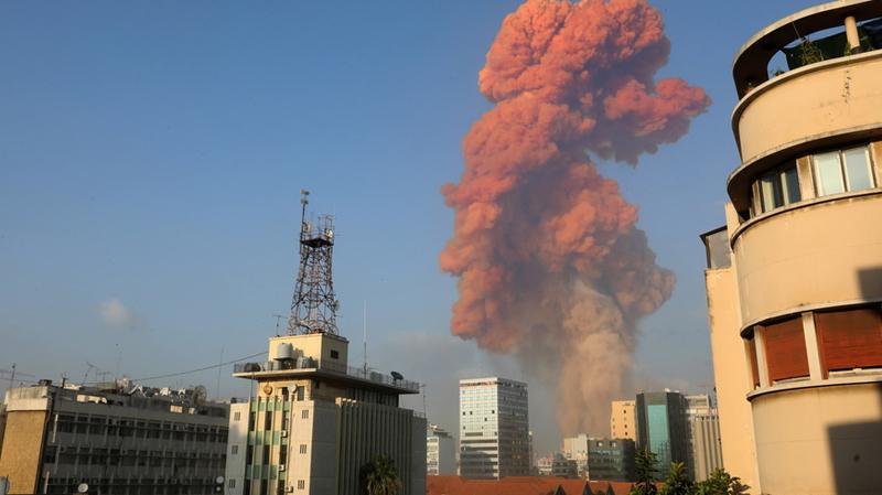 بيروت: حريق يندلع مجدداً في مكان الانفجار
