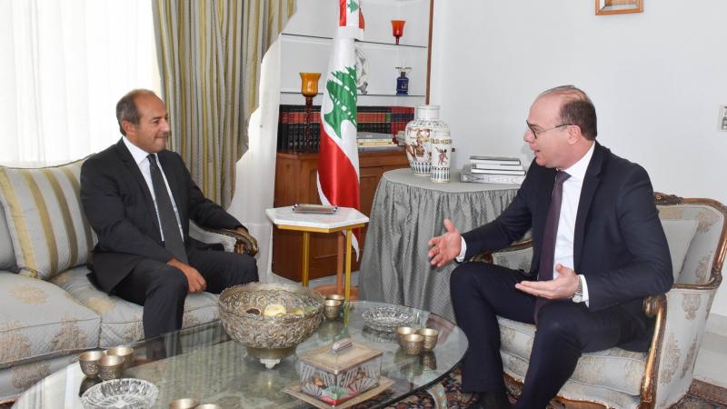 الفخفاخ يُعزّي الشعب اللبناني إثر انفجار بيروت