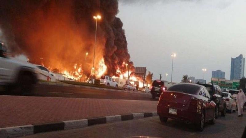 حريق ضخم في سوق شعبية في الإمارات