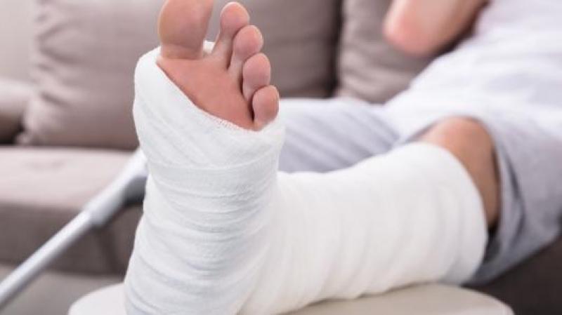 القصرين: طبيب وحيد يعاني كسرا يعمل بمفرده في مستوصف منذ أيام!