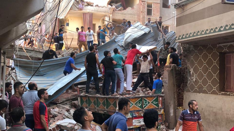 انهيار مبنى من 5 طوابق في مصر..