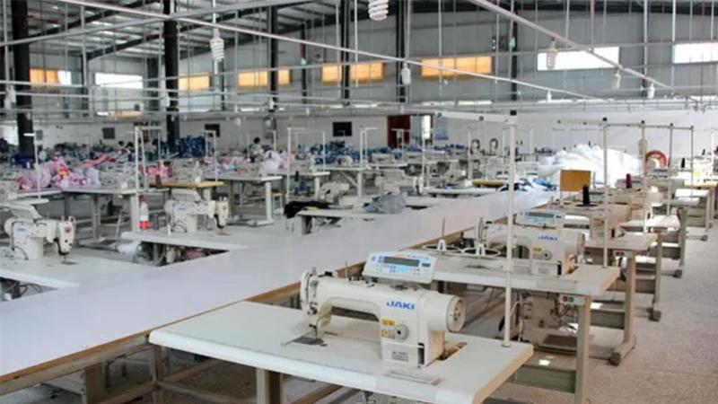 قابس: غلق مصنع خياطة بعد تأكّد إصابة عاملة بكورونا