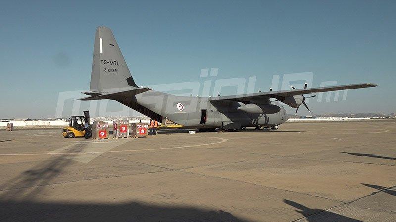 طائرة عسكرية تنقُل مساعدات إتّحاد الشغل إلى لبنان