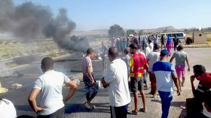 الشبيكة: احتجاجات للمطالبة بالماء وغلق الطريق