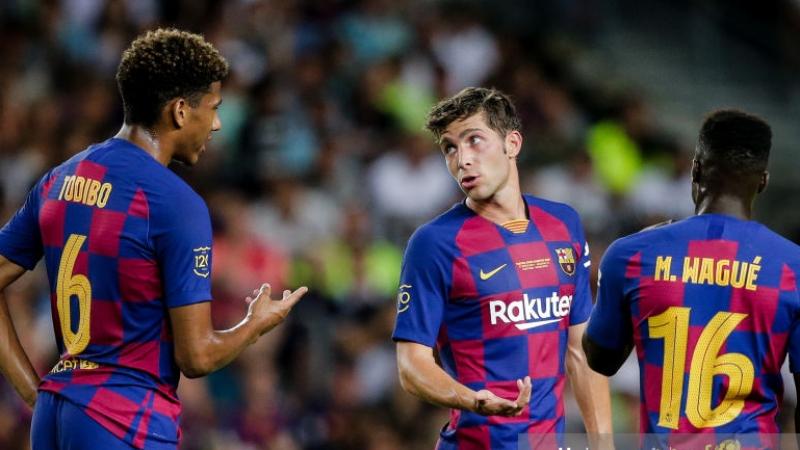 لاعب برشلونة يعلن إصابته بكورونا