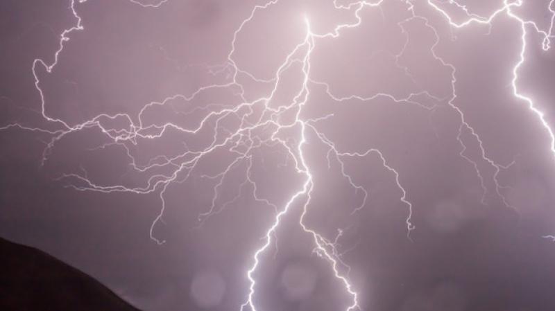 تواصل موجة الحر مع توقّع تهاطل أمطار رعدية