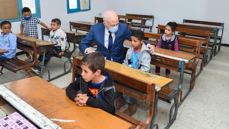 رئيس الجمهورية يزور مدرسة ''مها القضقاضي'' بفرنانة