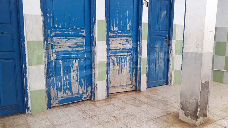 دون ماء وخنازير ترتع في الساحات: عودة مدرسية دون روح في القيروان