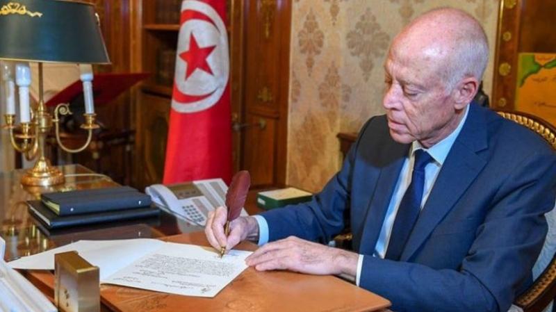 رئيس الجمهورية يوجه برقية تعزية الى عائلة الفقيد أحمد بن صالح