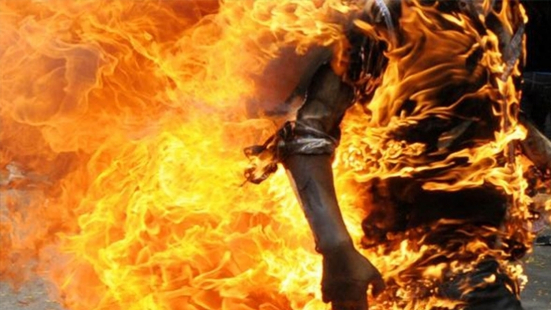 ''الحب'' وراء إضرام شاب النار في جسده في شارع بورقيبة..
