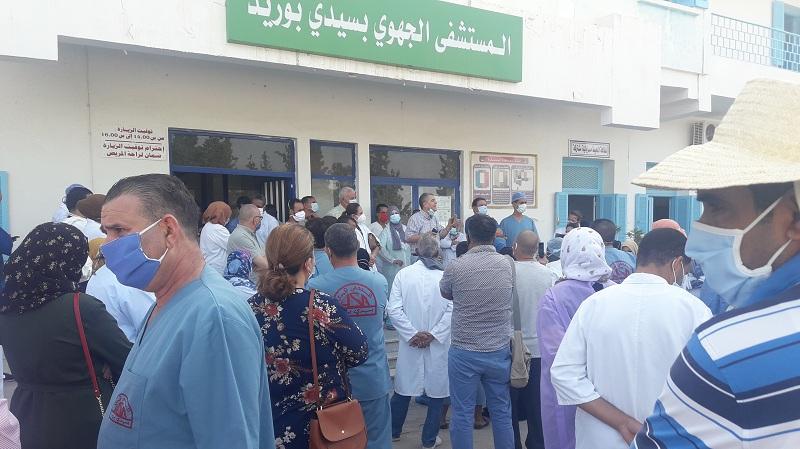 سيدي بوزيد: عاملون بالمستشفى الجهوي يطالبون بحمايتهم من العدوى بكورونا