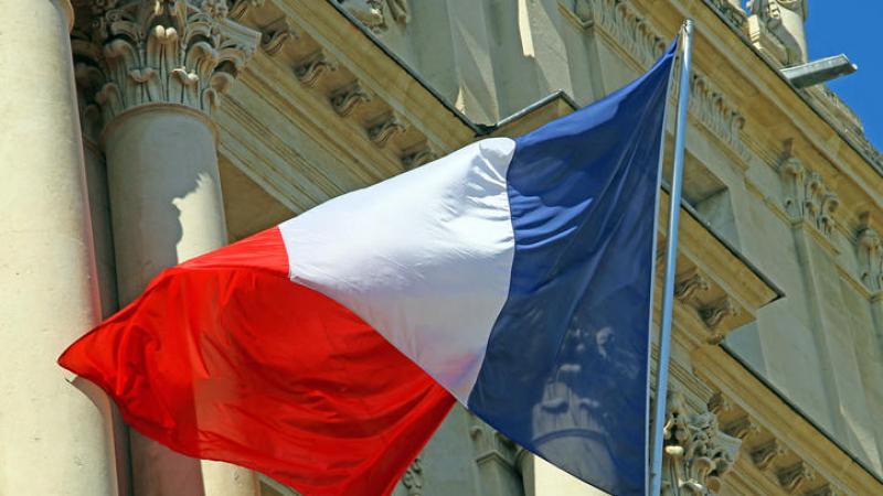 فرنسا تستدعي أحد سفرائها بسبب إتهامات ''بالتحيز الجنسي''