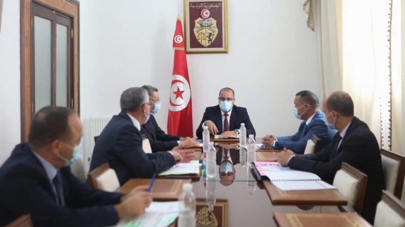 رئيس الحكومة يجتمع بوزير الداخلية وقيادات أمنية عليا