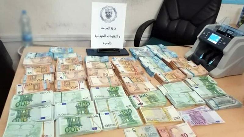 حجز مليون دينار من العملة الأجنبية على الحدود التونسية الليبية