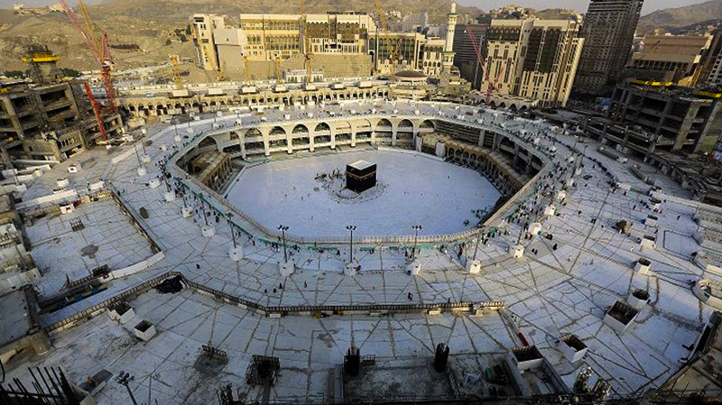 السعودية تسمح بأداء العمرة والزيارة تدريجيًا
