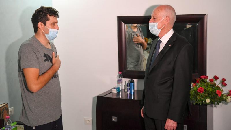 سعيّد يزور رامي الإمام أحد أبطال عملية أكودة الإرهابية