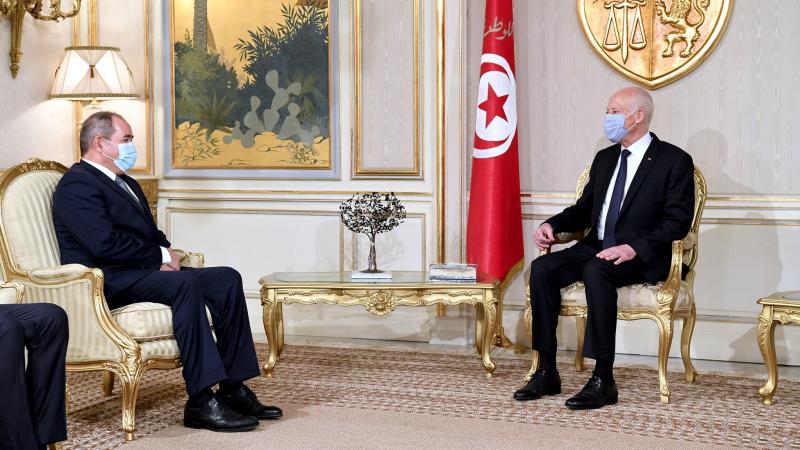 في لقائه بوزير الخارجية الجزائري: سعيد يرحب باستقبال تبون في تونس