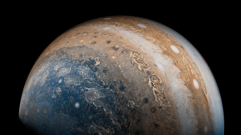 ناسا ترصد أعاصيراً حلزونية على كوكب المشتري