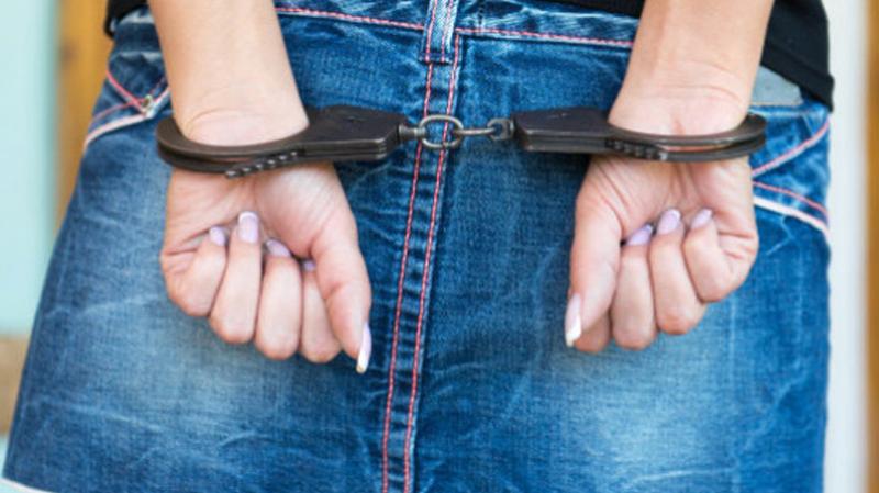 الدندان: القبض على إمرأة تورّطت في قضايا تحيل