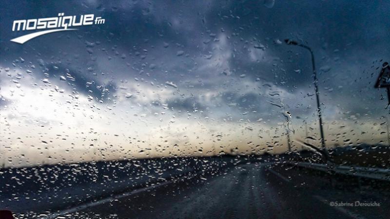 رياح وأمطار رعدية متفرقة يوم الإثنين