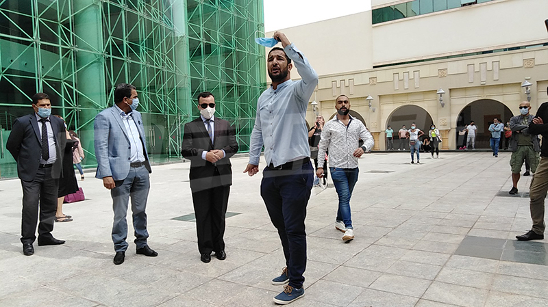 المثقفون يحتجون ضد حجب التظاهرات والوزير يتفاعل: لم يتم الإلغاء !