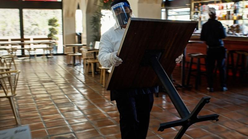 نابل: التراجع عن قرار رفع الكراسي من المقاهي