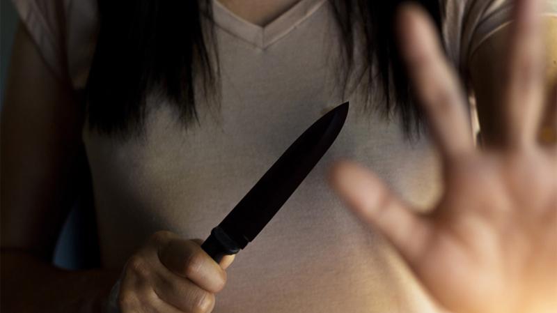 القبض على فتاة متورّطة في سلسلة من البراكاجات