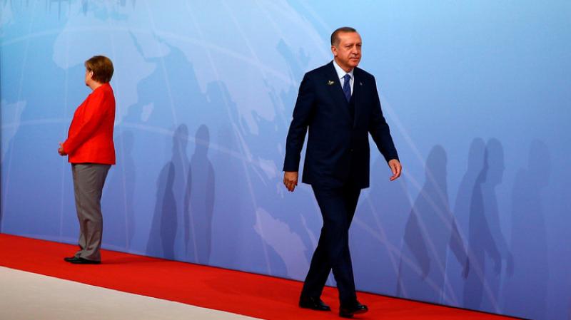 ميركل: تصرفات تركيا استفزازية ومؤسفة
